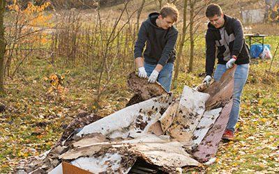 Sprzątanie lasu w Łodzi z Decathlon Polska